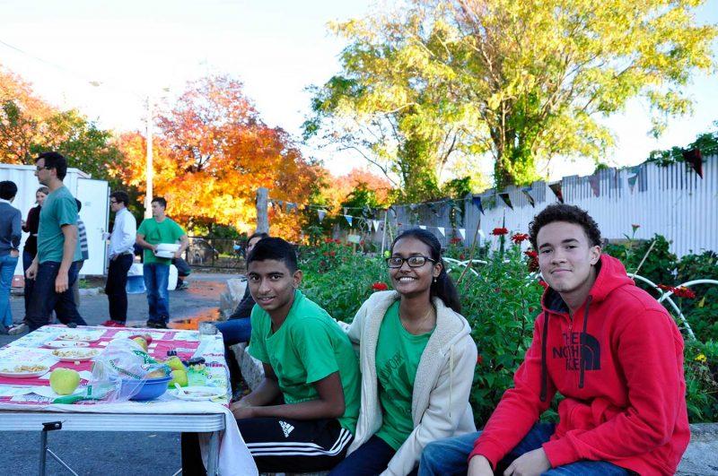 Copy-of-EV_-green-team-tabling,-cider-day,-South-St,-FA15